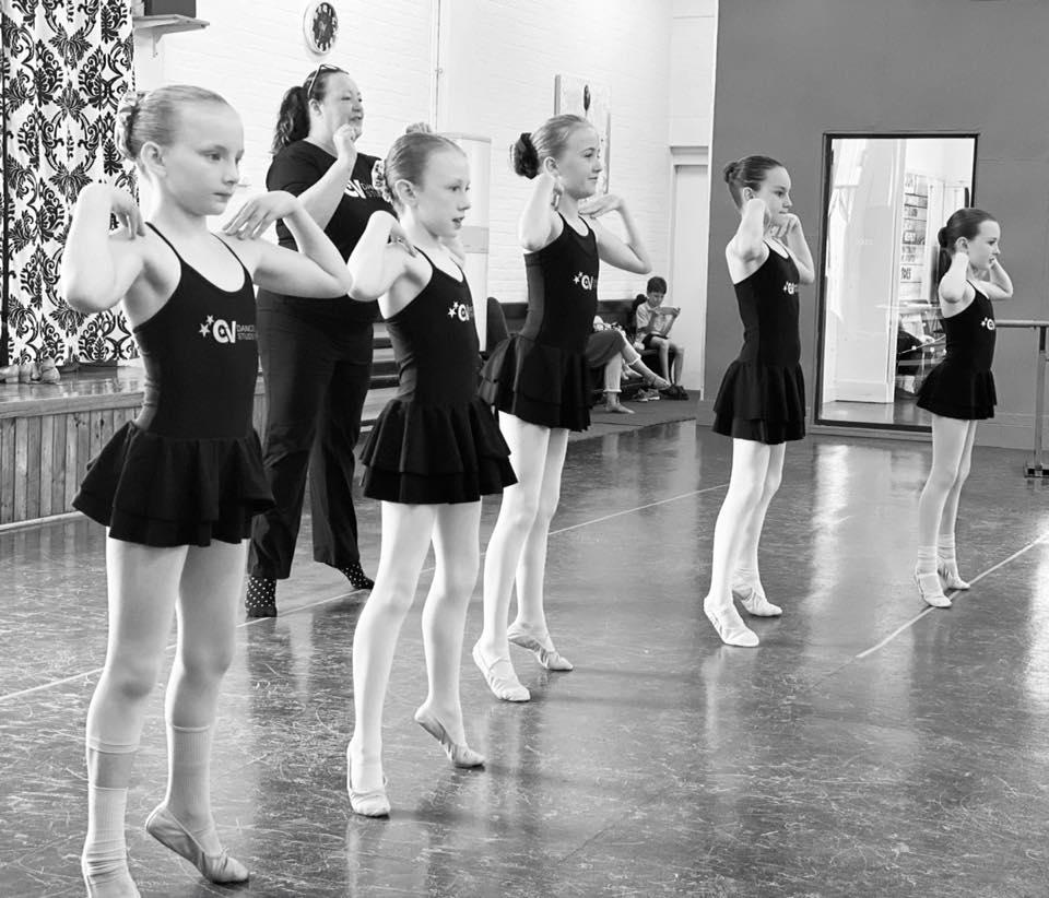 Girls dancing at an Acro Acrobatics class located at CV Dance Studio in Bendigo